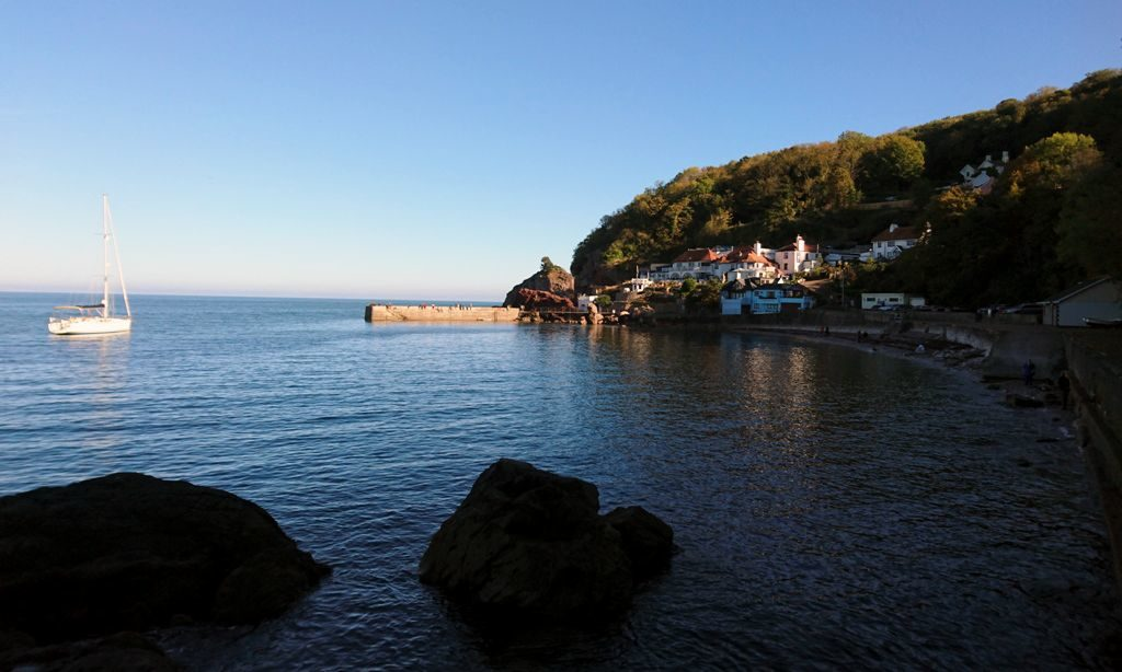 Krótki spacer z Oddicombe Beach do Babbacombe Bay.